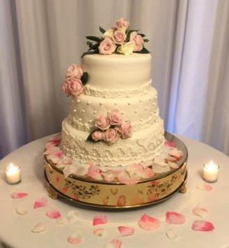 wedding-cake-with-pink-roses